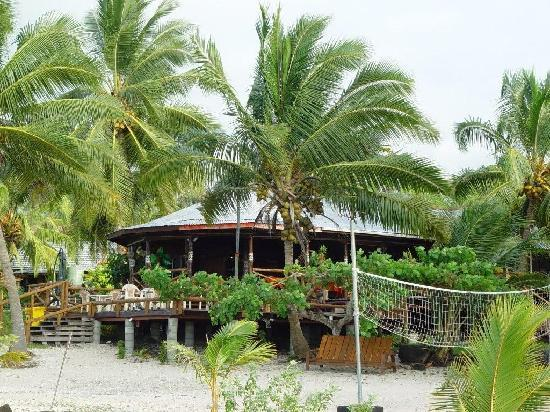 Va-i-Moana Seaside Lodge: Looking back at the restaruant
