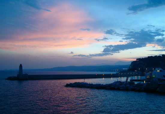 Nizza, Ranska: sunset over dinner Nice harbour