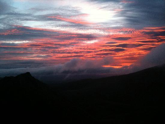 Cairngorm Guest House: sunrise from Cairn Lochan