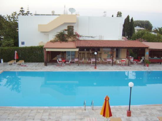 Hotel Iris: Hotel Pool