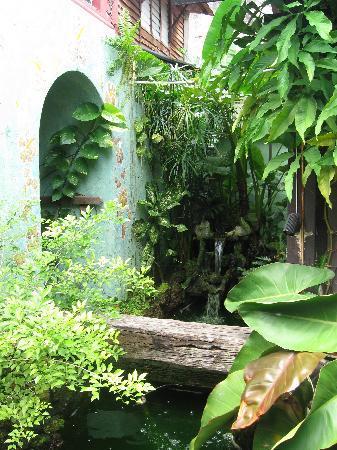 Emily Travellers' Home: more garden