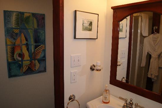Stonewater Manor Bed and Breakfast: Bathroom