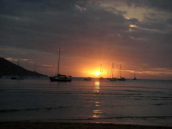Magnetic Island Bed & Breakfast: Sunset at Horseshoe Bay