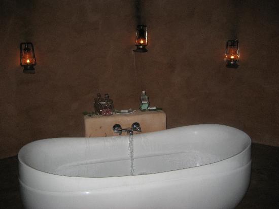 Garonga Safari Camp: Bush bath under the stars