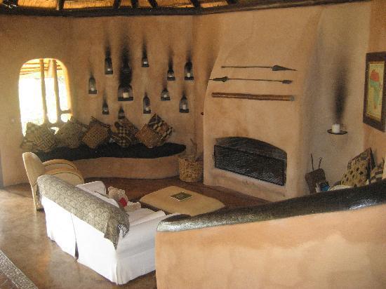 Garonga Safari Camp: Lounge in the main lodge