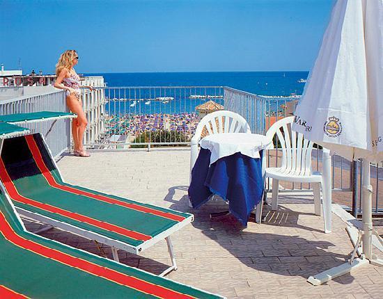 Hotel Principe: Solarium vista mare