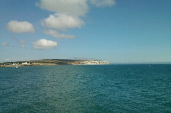 Pulau Wight, UK: Cliffs all along