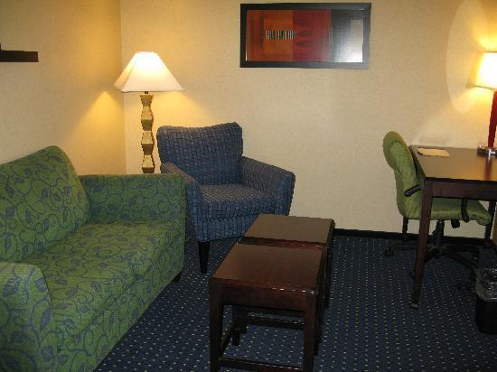 SpringHill Suites Wheeling: Sitting Area