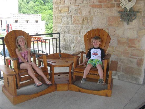 Stone Mill Hotel & Suites: Rlaxing on the front patio entrance into Stone Mill Suites
