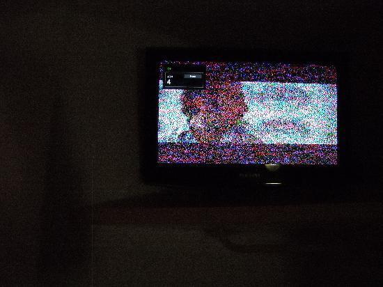 Premiere Classe Calais Centre - Gare: toutes les chaines de télévision sont brouillées y compris canal+ ,sympas la publicité mensongér