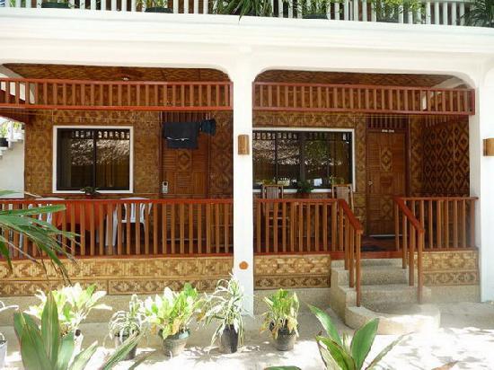 Malapascua Exotic Island Dive & Beach Resort: jedes Zimmer hat eine Veranda