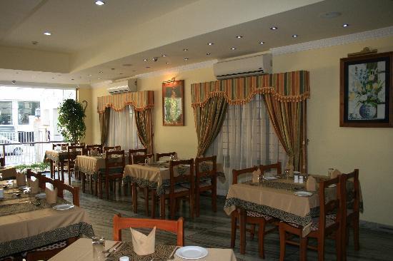 Hotel Grand Seasons: restaurant