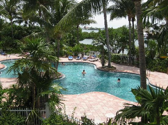 Sanctuary Villas at Hawks Cay: Sunset Pool