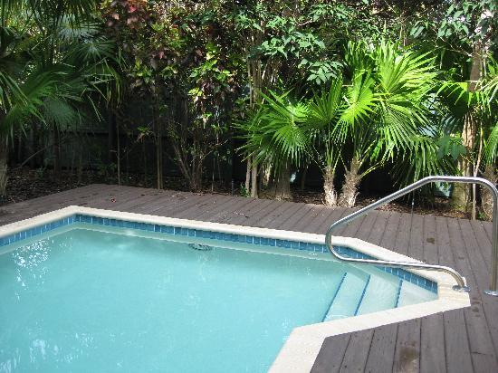 Sanctuary Villas at Hawks Cay: Pool at Villa 7223