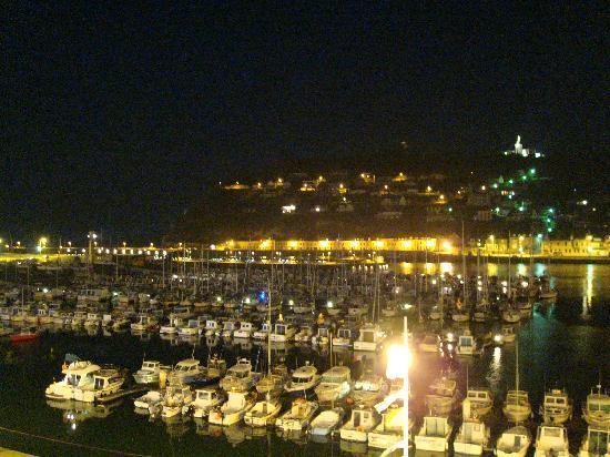 Hotel le Grand Pavois : la vue de nuit depuis la suite panoramique