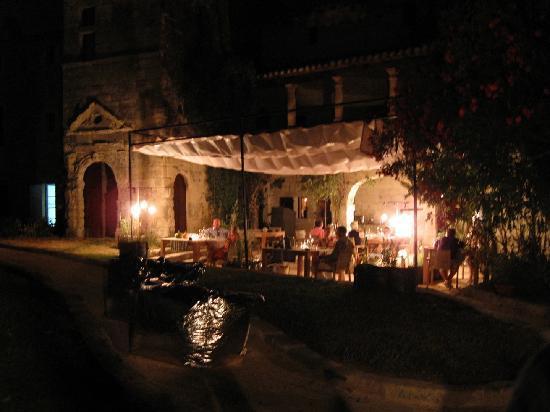 L'Artemise : Stunning outdoor setting