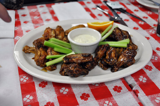 Stu Miller's Pig Feathers BBQ: Killer, sweet tangy wings