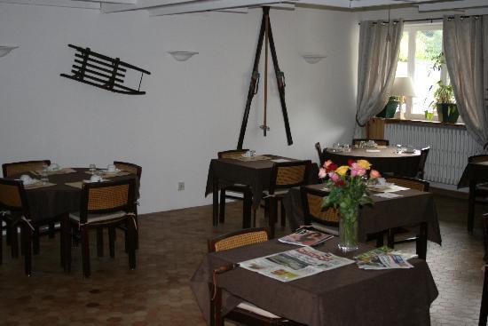 AUBERGE DE L'IMPOSSIBLE : la salle de petit dejeuner