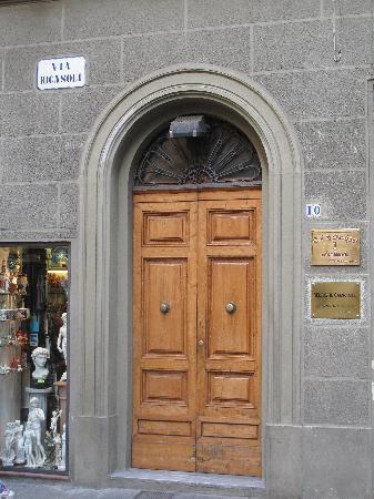 Relais Il Campanile: The entrance to the B&B
