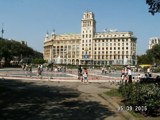 Barcelona, Spain: Plaça de Catalunya