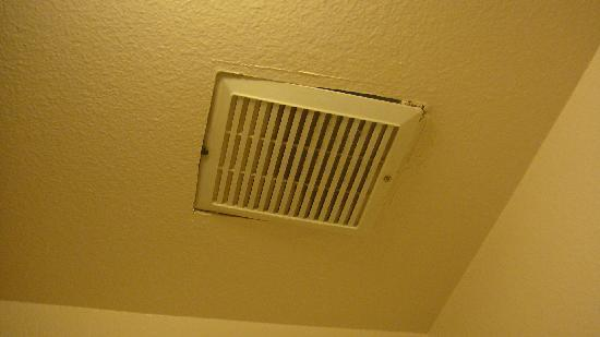 Americas Best Value Inn & Suites: vent fan hanging down