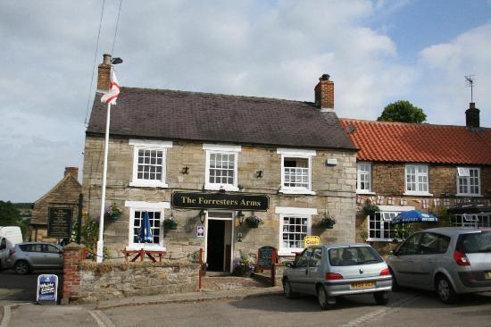 Forresters Arms: Outside view