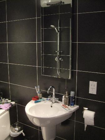 Rayanne House: Our ensuite bathroom