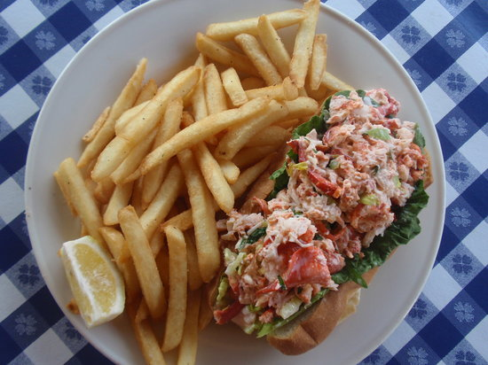 Catch of the Day Seafood Market & Grill: Lobster roll