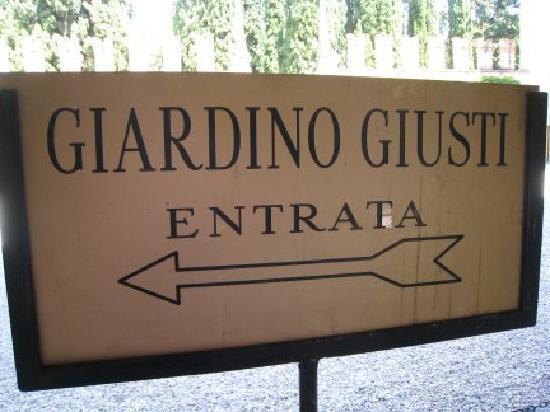 Verona, Italia: Entrance Sign: Notice Spelling