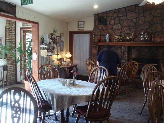 Hilltop Inn & Suites: Kitchen