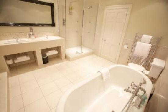 The Commercial Bar & Hotel: Bath Suite