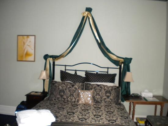 Colonial Accommodation @ Undine : Bed at Undine