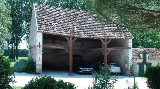 La Pillebourdiere: Garage