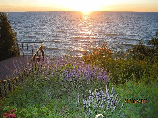 Weathervane Terrace Inn and Suites: Sunset in Charlevoix