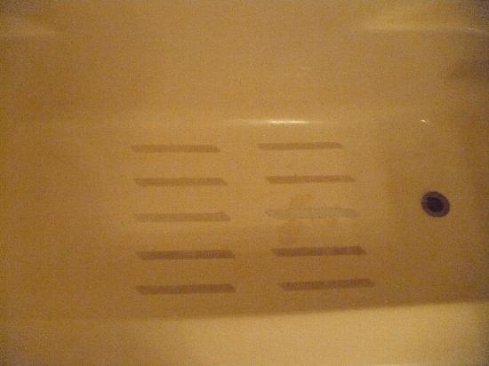 Cherrywood Lodge - Econo Lodge Inn & Suites: Stained tub