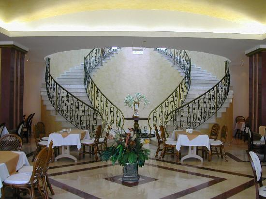 Duni Marina Royal Palace: Staircase to Reception from Dining/Lobby level