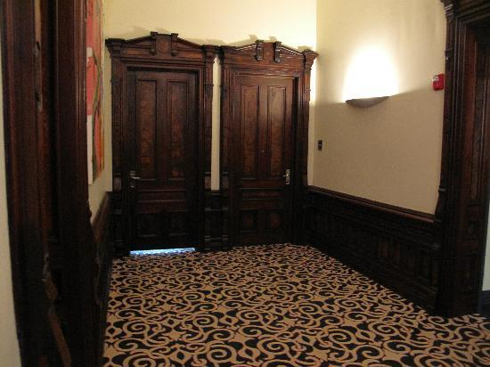 The Mansion on Delaware Avenue: Hallway second floor