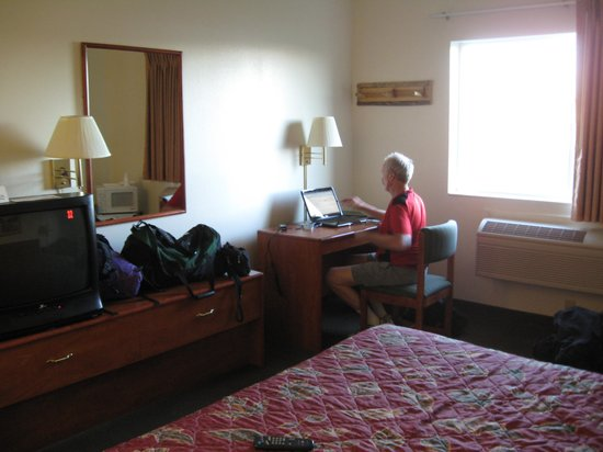 The Lodge at Pinedale: Using the wifi in the room