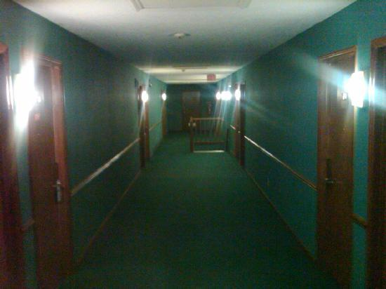 Days Inn Havelock: nicely decorated hallways
