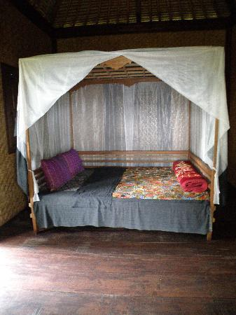 Sharing Bali: Big, comfy bed