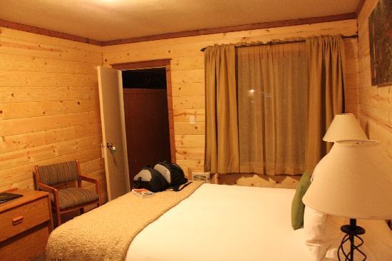 Big Sur River Inn : cabin bedrom