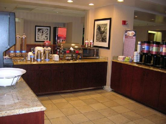 Hampton Inn Columbia Northeast-Fort Jackson Area : breakfast area
