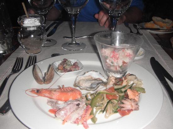 Bora Bora Pearl Beach Resort & Spa: seafood buffet