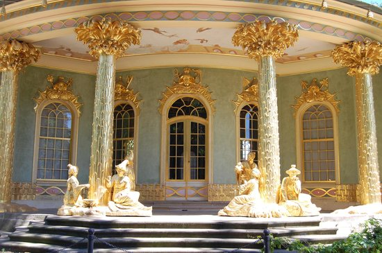 Potsdam, Germania: figures decorating the Chinese pavilion