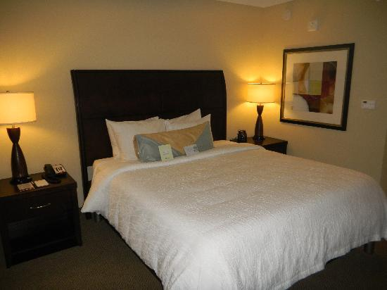 Hilton Garden Inn Waldorf: Big comfy bed