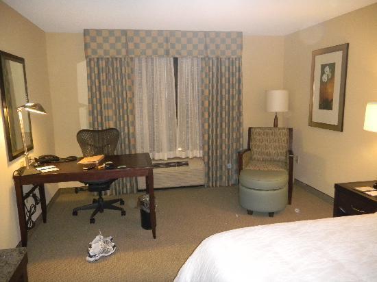 Hilton Garden Inn Waldorf: Desk area