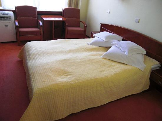 Hotel Aurora : Ein schmales Doppelbett