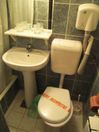Hotel Aurora : Das winzige Badezimmer