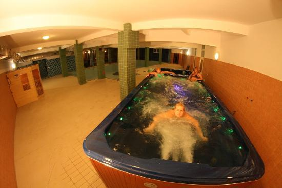 Daisy Superior: Jacuzzi for 8 persons - there is possibility against the stream