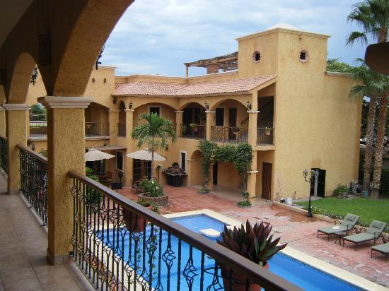 Hacienda Suites: Pool View